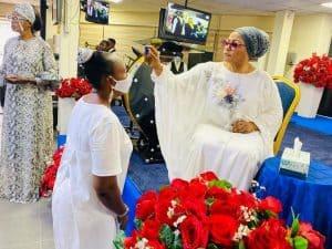 1cd835d48939487208670e046dd6f76c 1 300x225 - Richest Woman In Nigeria,Folorunso Alakija Caught Anointing Her Church Members