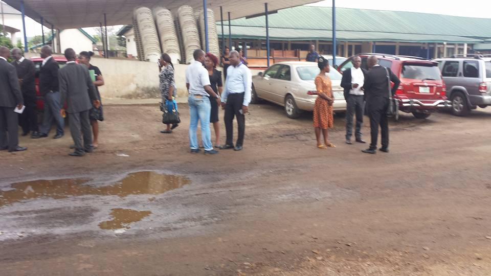 People seen discussing the incident in the court premises. Photo credit: The Authority