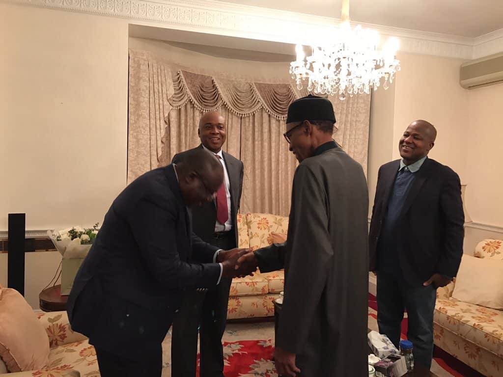 President Buhari exchanging pleasantries with Nigerian delegated in London