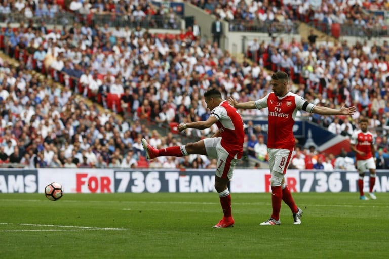 AFP / Adrian DENNISArsenal's Chilean striker Alexis Sanchez (L) shoots to score the opening goal against Chelsea at their English FA Cup final at Wembley stadium in London on May 27, 2017