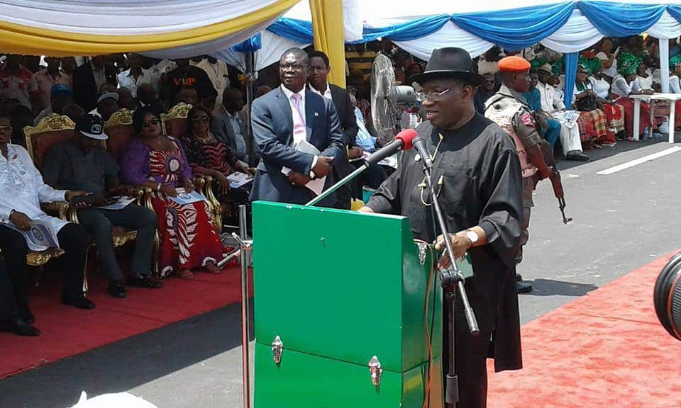 Goodluck Jonathan commissions NKPOGU/NLNG bridge phase 2