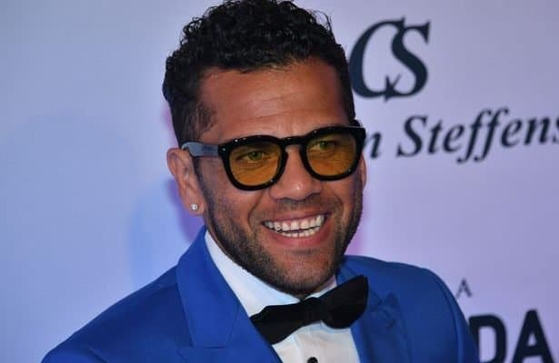 Dani Alves announces Juventus departure as Man City move nears