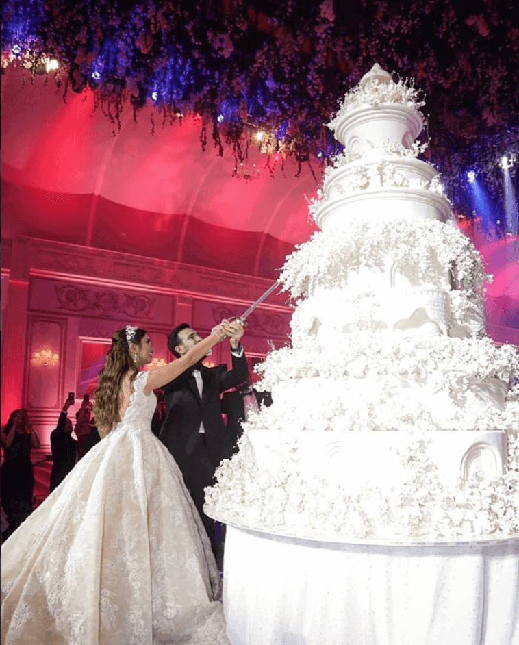 worlds largest wedding cake fabulous see photo of magnificent castle shaped cake 27634