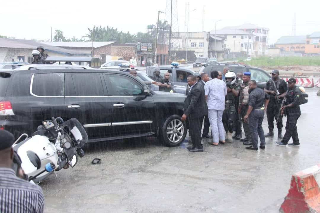 Scene of an attack on the Convoy of the Rivers State Governor, Nyesom Wike by soldiers and SARS Personnel attached to the Minister of Transportation atWanja Junction, Trans-Amadi Road in Port Harcourt Saturday (11/11/17) (Premium Times)