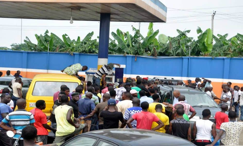 fuel scarcity 1000x600 - Fuel Scarcity Hits Ilorin, Port Harcourt
