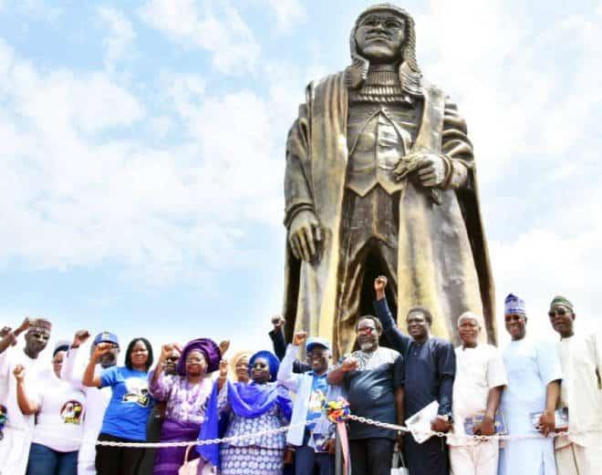 Gani_Fawehinmi's_statue