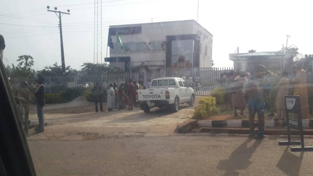 Robbers attack Ekiti bank, kill police guard