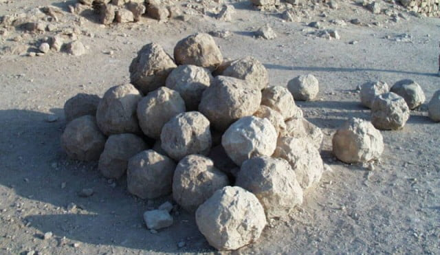 Al-Shabab stones woman to death for having 11 husbands
