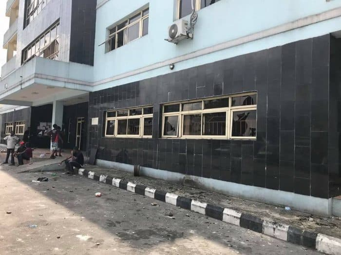 Thugs attack Rivers state high court, release Bullets