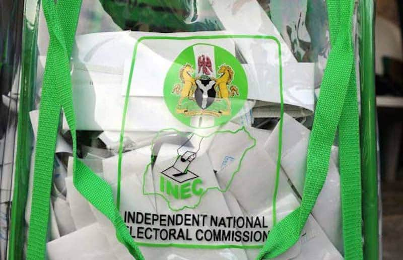 #Ekiti Decides 2018: Thugs Steal Ballot Boxes