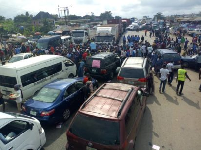 Irate Youths Block Benin-Ore Road Over 10 Years Blackout In Ondo South