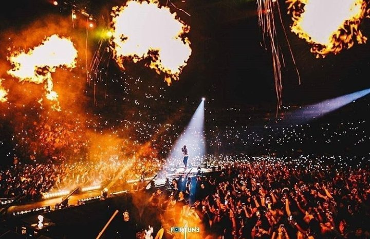 Davido shuts down 02 Arena - Davido Shuts Down 02 Arena (Photos/Video)
