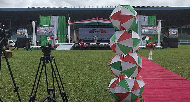 Politicians Struggle For Help As PDP Stage Collapses In Kebbi (Video)