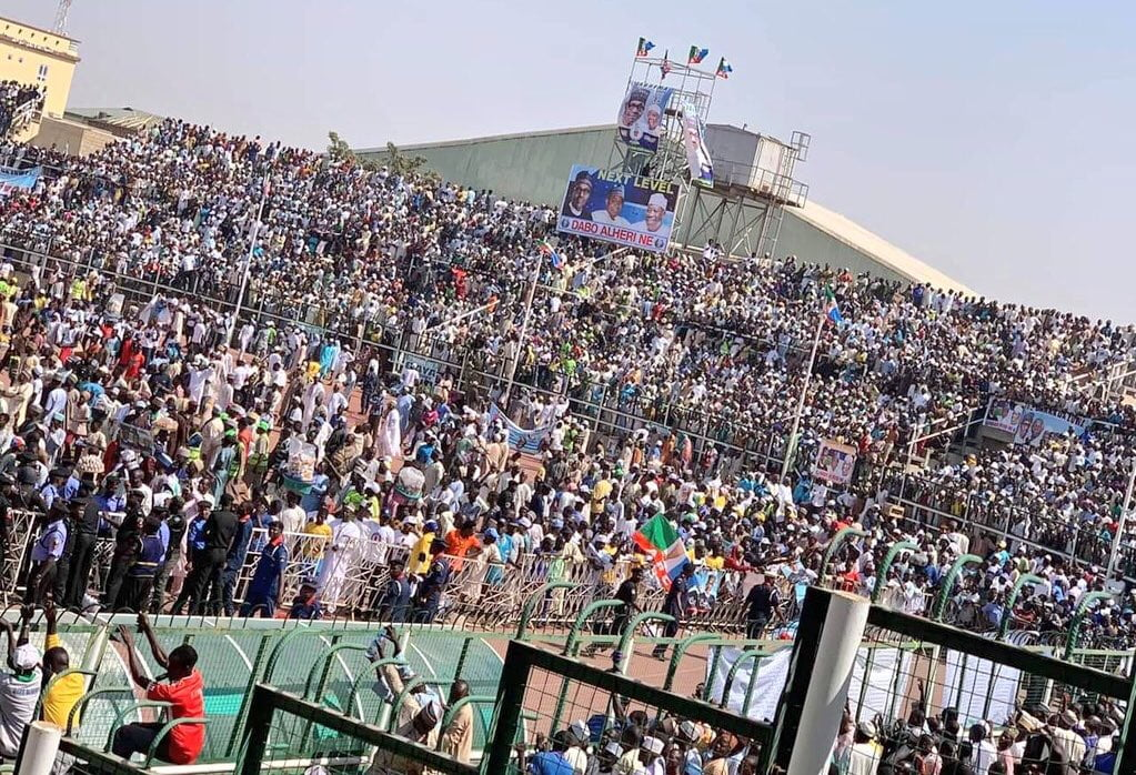 PMB in Kano - Watch Video Of The Massive Crowd That Welcomed Buhari To Kano State, Making It Almost Impossible For His Car To Move