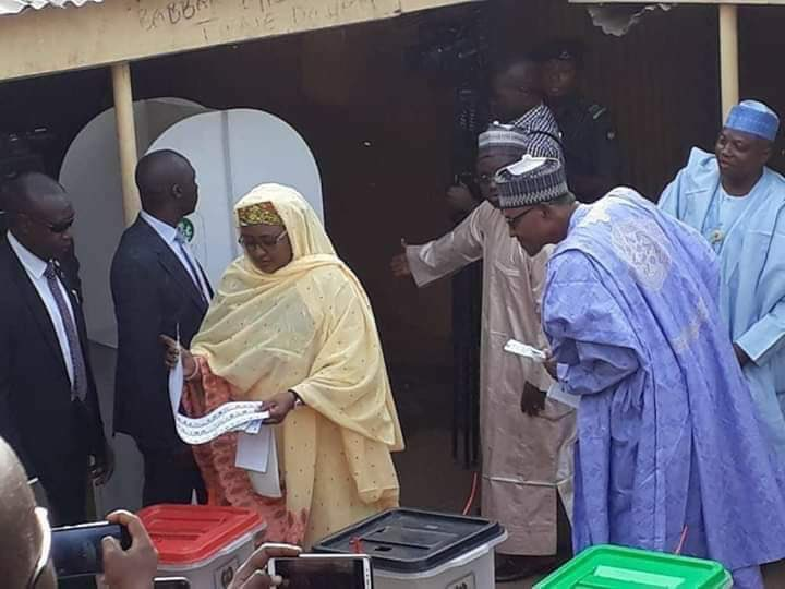 Nigerians React To Buhari Spying Aisha's Ballot Paper