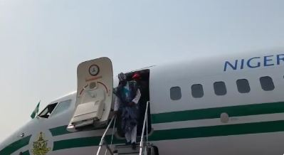 Just In: Buhari Arrives Lagos For Campaign Rally (Video)