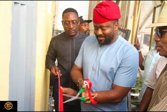 Nigerians Blast Desmond Elliott For Commissioning Public Toilet