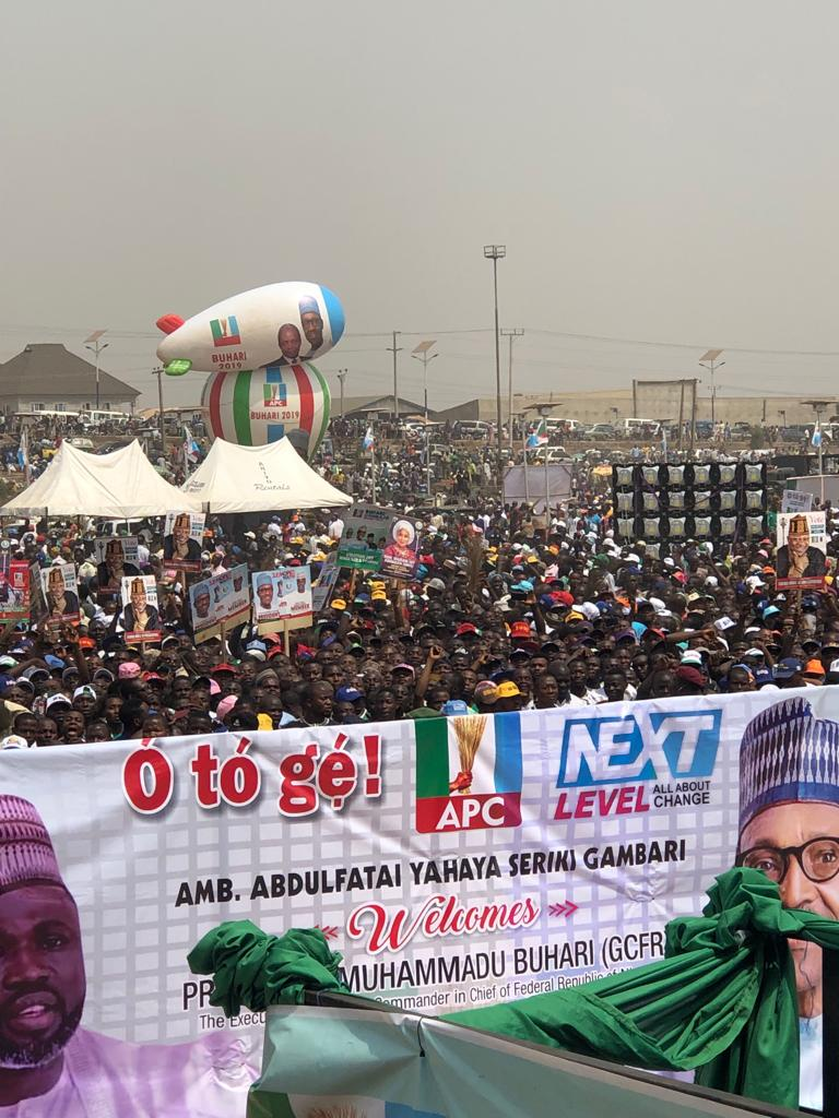 PMB in kwara - See Mammoth Crowd That Welcomed APC's Buhari To Kwara State As Supporters Run After President's Convoy (Videos/Photos)