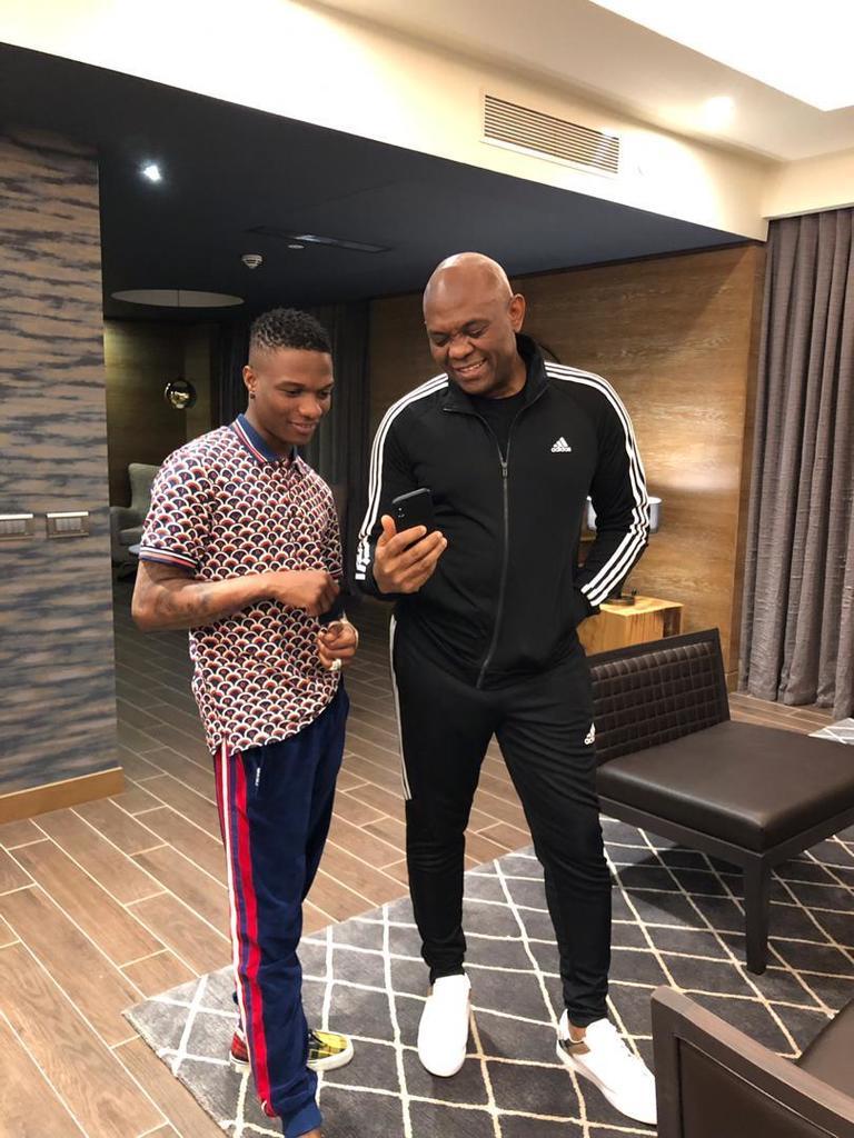 Nigerians React As Wizkid Fan Claim Singer Is Richer Than Tony Elumelu