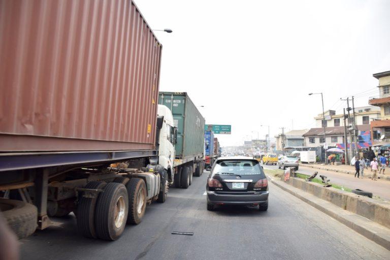 Trucks on Lagos bridge returns4 768x512 - Photos: Trucks Return To Lagos Bridge Shortly After Buhari's Departure
