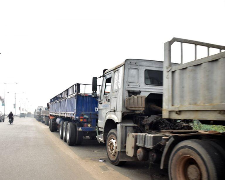 Trucks on Lagos bridge returns7 768x614 1 - Photos: Trucks Return To Lagos Bridge Shortly After Buhari's Departure