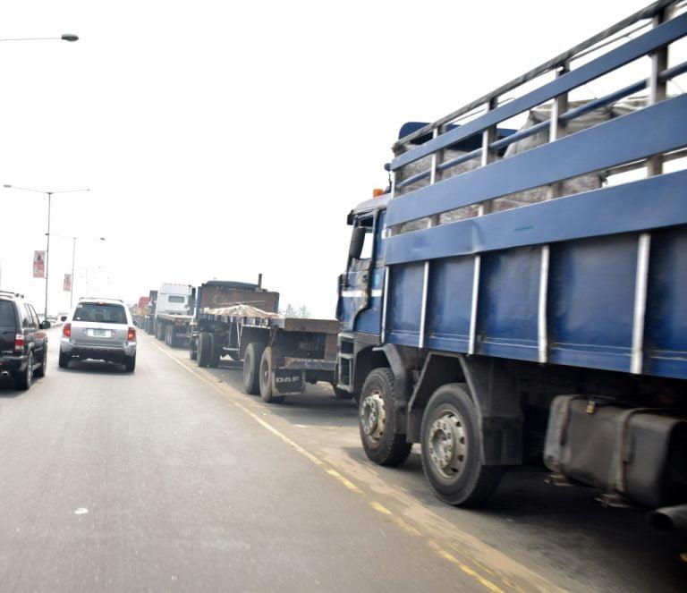 Trucks on Lagos bridge returns8 768x663 - Photos: Trucks Return To Lagos Bridge Shortly After Buhari's Departure