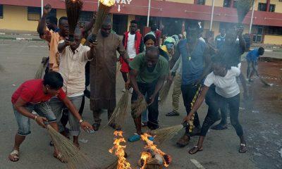 Benue Youths Wash Buhari's 'Bad Luck', Burn APC Brooms After Visit (Photos)