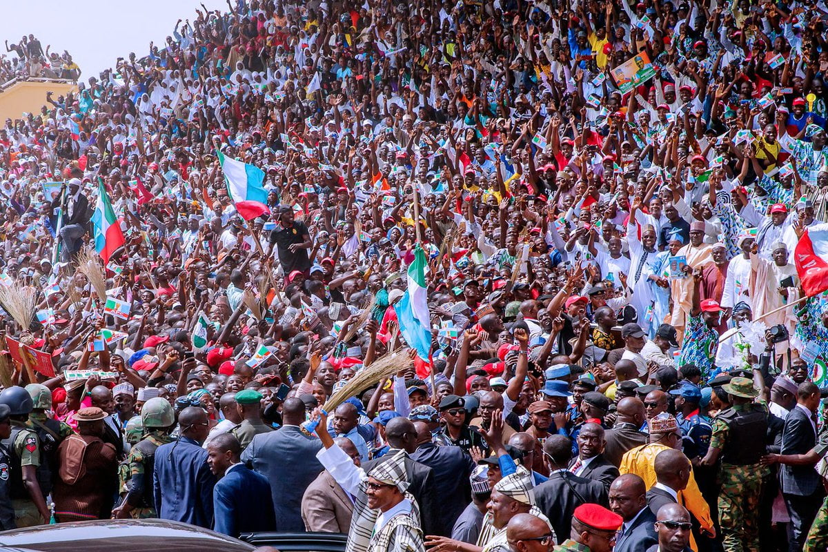 tara crowd - Video And Photos: See The Crowd That Welcomed Buhari To PDP Stronghold State Of Taraba