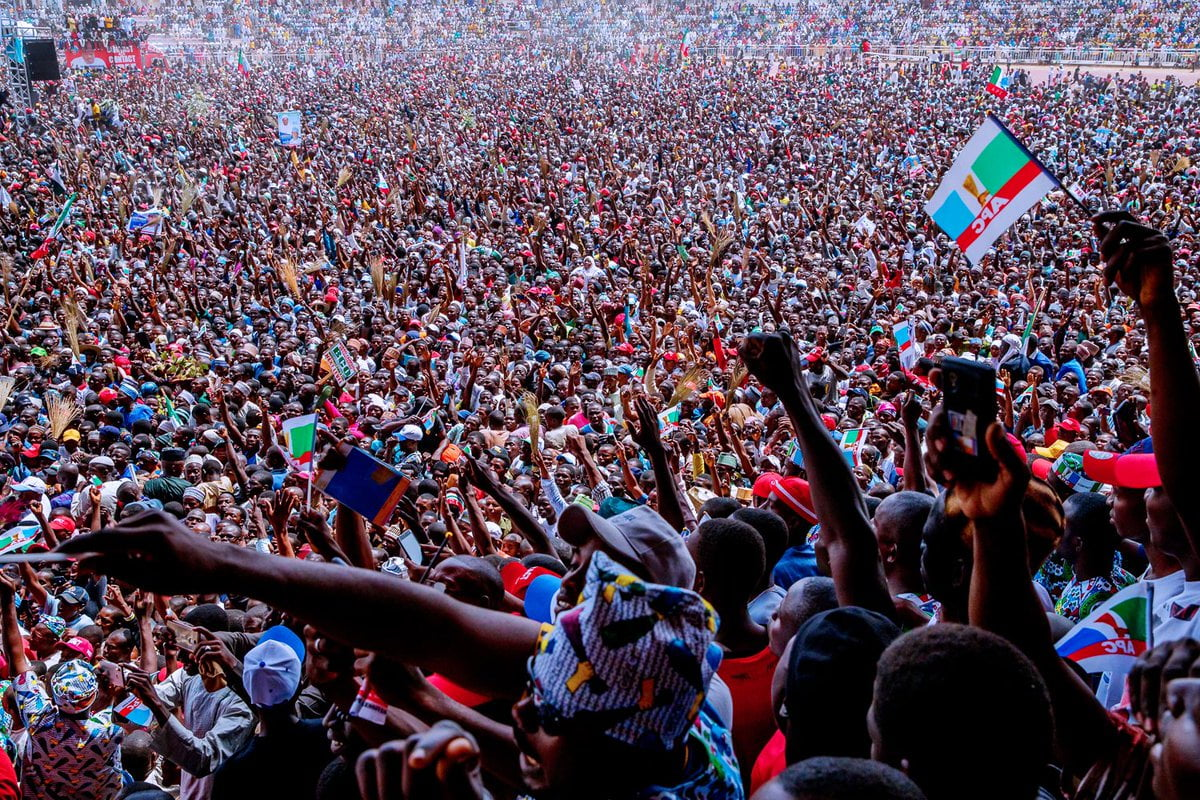 taraba crowd - Video And Photos: See The Crowd That Welcomed Buhari To PDP Stronghold State Of Taraba
