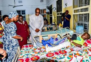 Dolapo111 300x206 - Dolapo Osinbajo Visits Children Of Lagos Building Collapse (Photos)