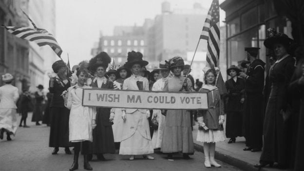 In 1913 women were already protesting for the right to vote in the United States at that time there were frequent protests also due to better working conditions - International Women's Day: The Labor Origins of March 8
