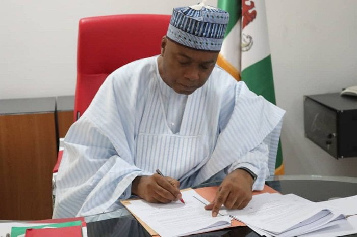 saraki signs - Saraki Signs New National Minimum Wage Bill (Photos)