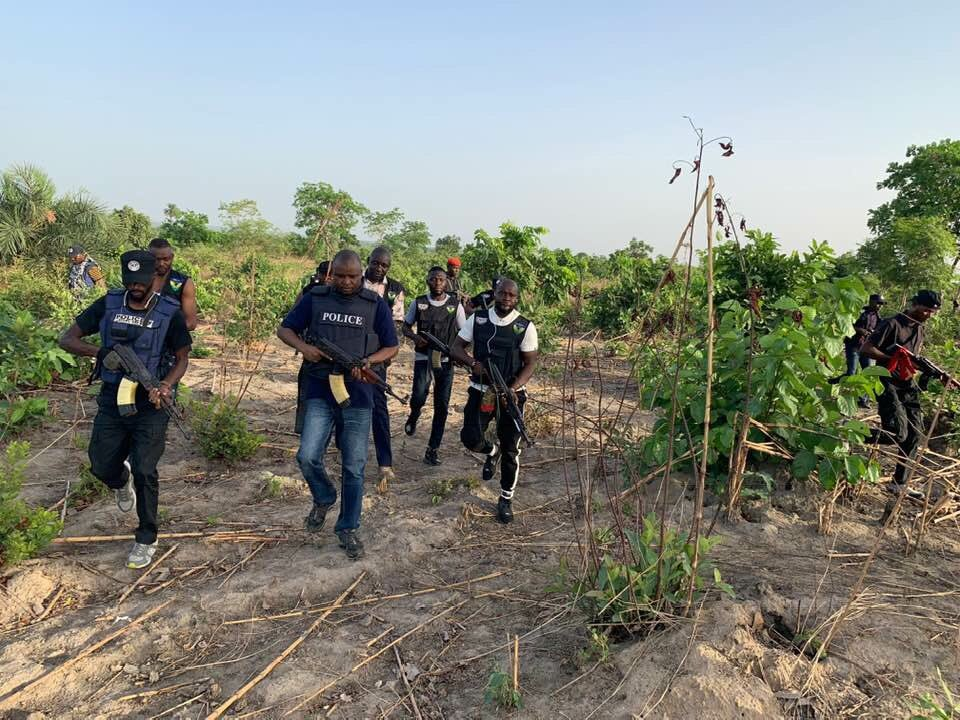 Nigerians React As Abba Kyari, Others Storm Bushes Along Abuja-Kaduna Expressway To Hunt Kidnappers