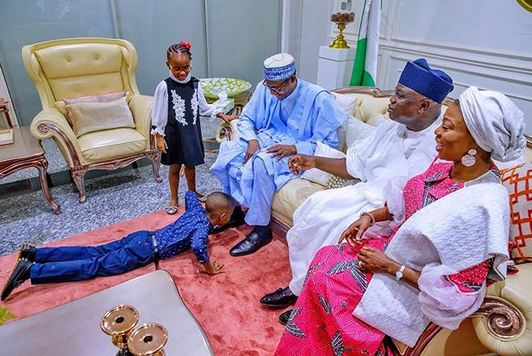 Ambode children and Buhari - See Epic Photo Of How Ambode's Children Welcomed Buhari In Lagos