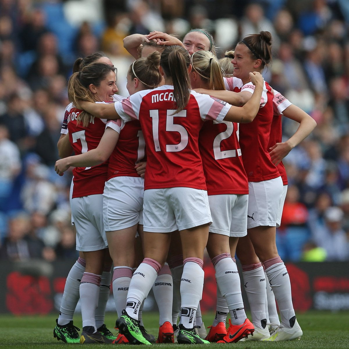 Arsenal win 2018/2019 female league