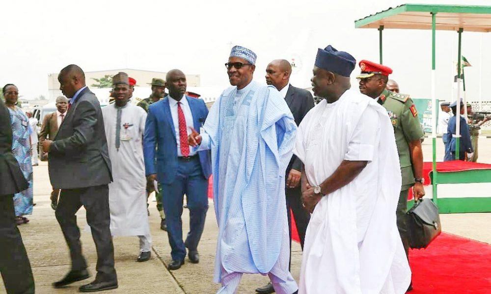 Buhari and Ambode April 24 1000x600 - See Epic Photo Of How Ambode's Children Welcomed Buhari In Lagos