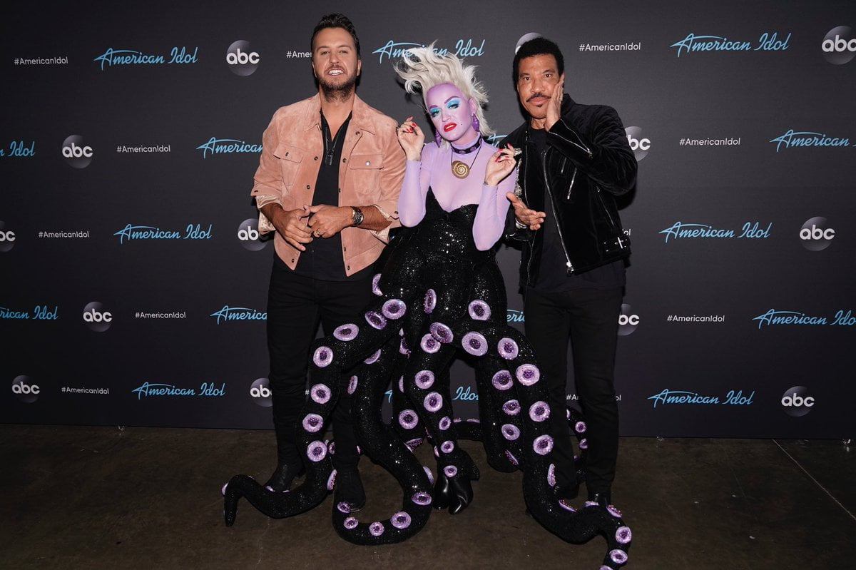 D4t6AeGUwAALQme - American Idol: Katy Perry Plays Dress Up For Disney-Themed Episode (Photos)