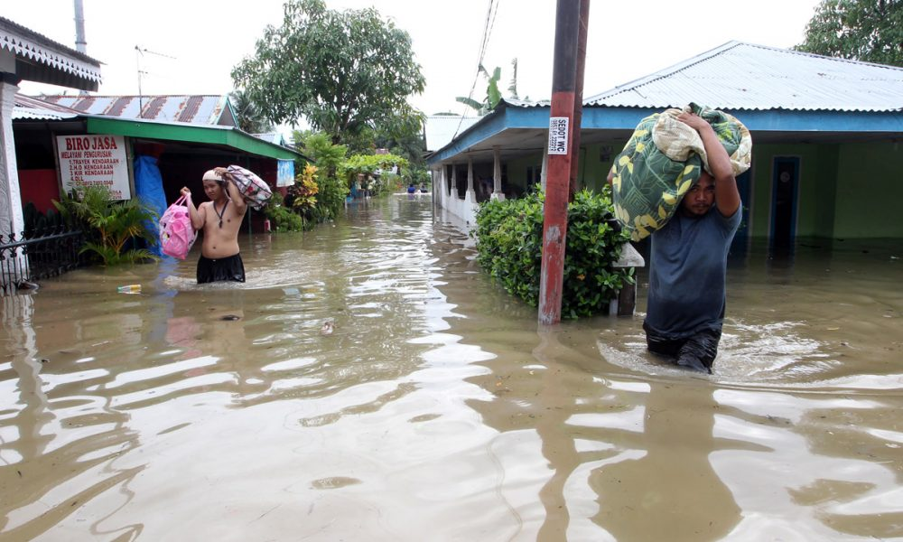 Indonesia 3 1000x600 - Flood: Family of Six, 34 Others Killed, Dozen Displaced In Indonesia