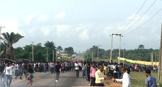 OSUTECH Protest1 - OSUTECH Students Shut Down School In Protest Over Increase In School Fees