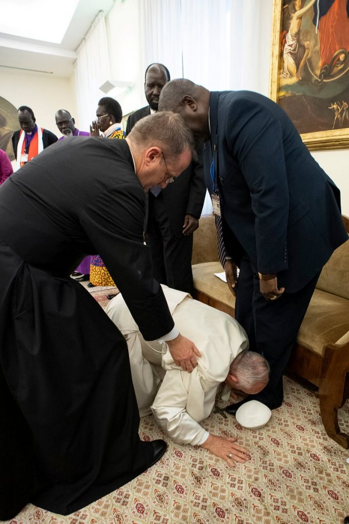 Pope Francis Kisses Feet Of South Sudan Leaders (Video/Photos)
