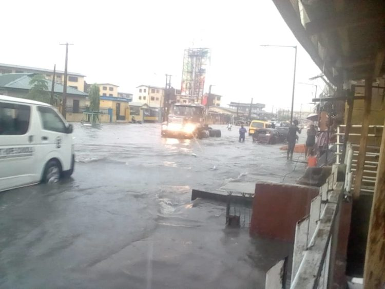 01346b55 cc40 41ed 9873 ab18873a7d19 750x563 - Flood Rocks Lagos State In Ikoyi, Parts Of Ikeja, Others (Photos)