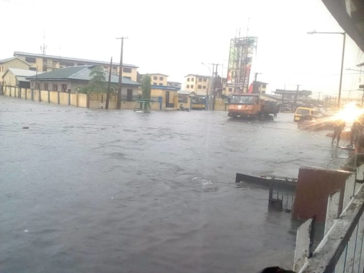 5340bbd1 2e59 41d1 a611 1b9b09ec575a 750x563 - Flood Rocks Lagos State In Ikoyi, Parts Of Ikeja, Others (Photos)