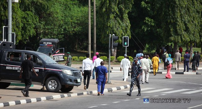 8 9 - Just In: Security Operatives Barricade Abuja Appeal Court Premises (Photos)