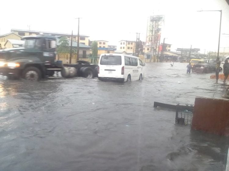 8709a3f9 d2e6 4d90 92eb 6946fada7602 750x563 - Flood Rocks Lagos State In Ikoyi, Parts Of Ikeja, Others (Photos)