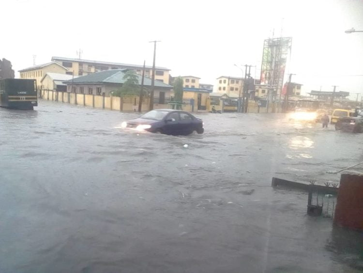 93e7f421 af50 43d3 8224 9d67c907b4a7 750x563 - Flood Rocks Lagos State In Ikoyi, Parts Of Ikeja, Others (Photos)