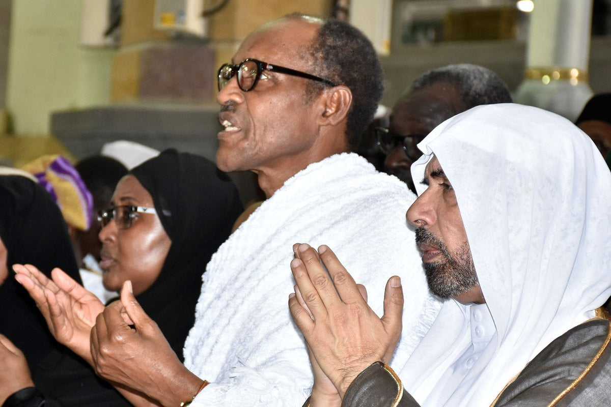 Buhari Turns Usain Bolt, Runs In Mecca (Video)
