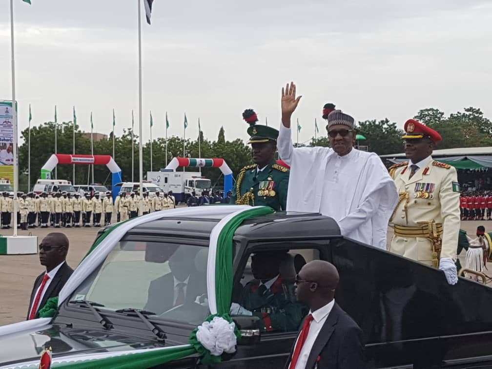 Buhari waves Nigerians - Democracy Day Celebration Begins In Grand Style As President Muhammadu Buhari Arrives (Pics)