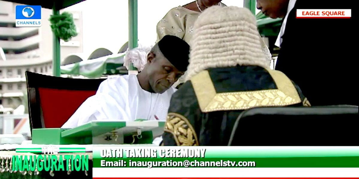 D7uZsYJW4AAgIES - Live Updates From Buhari, 29 Governors Swearing In (Photos)