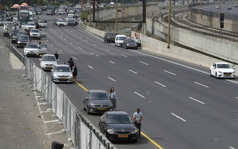 Motorists got off their car in tel aviv - Israel Freezes For Holocaust Remembrance Day