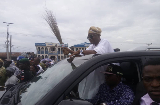 Oyetola celebrates - Adeleke vs Oyetola: See How APC Celebrated Oyetola's Appeal Court Victory (Photos)